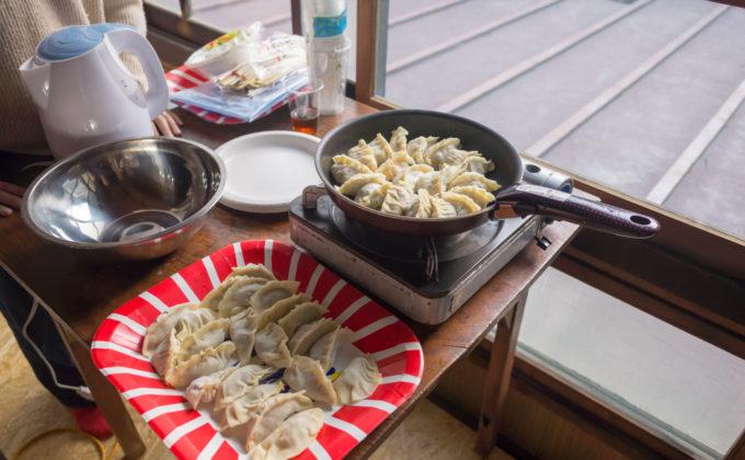 手作り餃子を「食」べて「交」わる交流会